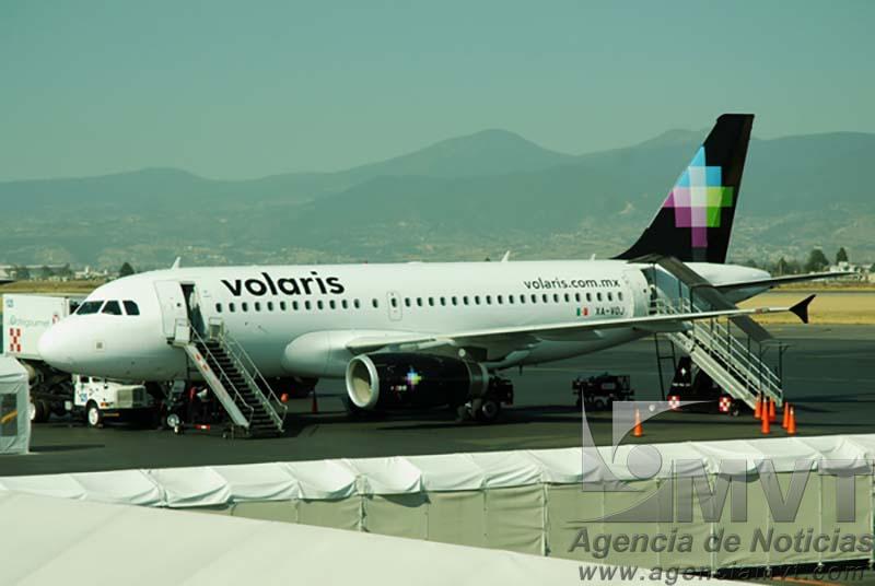 Toluca, Mex.- Alejandro Argudin Leroy administrador del Aeropuerto Internacional de Toluca, anunció que a partir del día 12 de noviembre se abrira un nuevo destino a la ciudad de Guatemala. Agencia MVT / José Hernández. (DIGITAL) NO ARCHIVAR - NO ARCHIVE