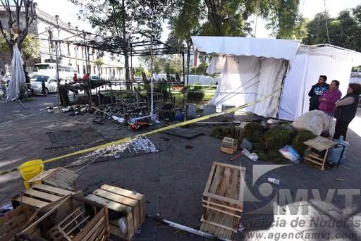 Fue provocado el incendio de puestos navideños en Jardín Zaragoza de Toluca