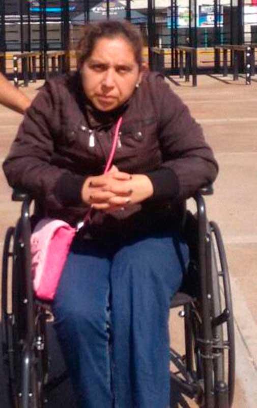 La señora Raquel Bucio Chacón, postrada en una silla de ruedas, lleva casi cuatro meses esperando justicia y que le cumplan todo lo que le prometieron departe del gobernador Eruviel Ávila Villegas.