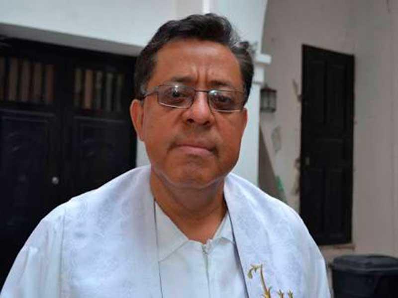 Párroco Mauro González Huerta