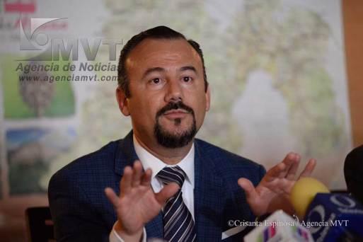 Sin gastar, reunió Abelardo 380 mil firmas para ser candidato ciudadano