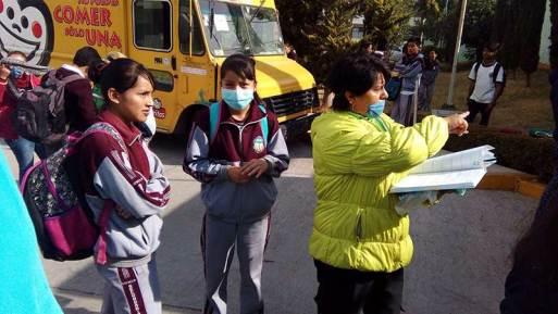 Evacuan 250 niños de primaria en Lerma por intenso olor a acrílico